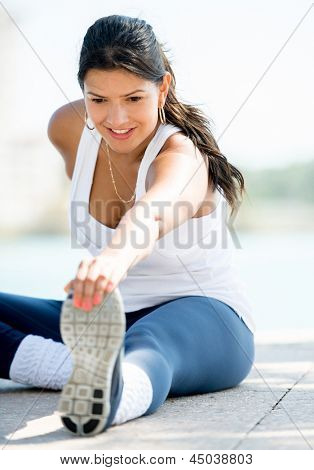 Happy woman exercising outdoors living a healthy lifetsyle