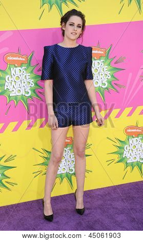 LOS ANGELES - MARCH 23:  Kristen Stewart arrives to the Kid's Choice Awards 2013  on March 23, 2013 in Los Angeles, CA.