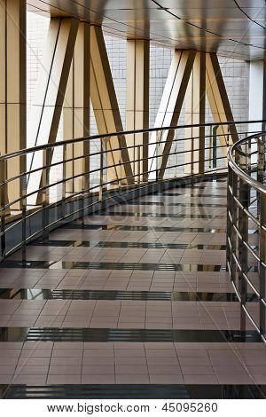 Link-Brücke zwischen zwei Gebäuden