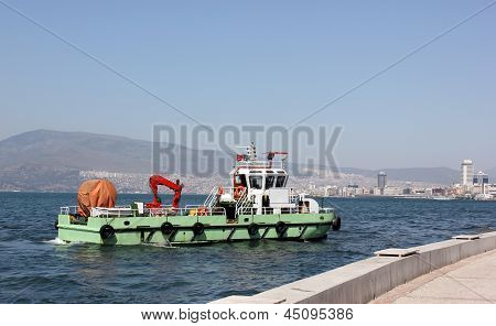 Cleaner Ship Cleaning Water (izmir Bay)