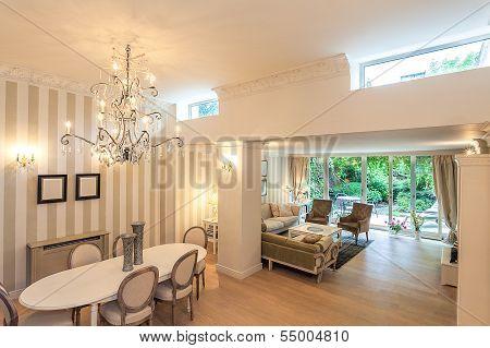 Vintage Mansion - Spacious Apartment
