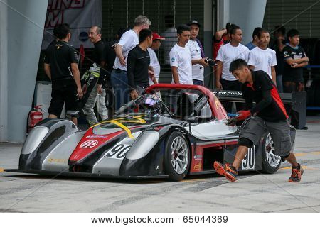 SEPANG, MALAYSIA - MAY 10, 2014: The race car of Vignesa Moorthy returns to the pit lane after the free practice session of the Malaysian Super Series Round 2 in Sepang International Circuit.