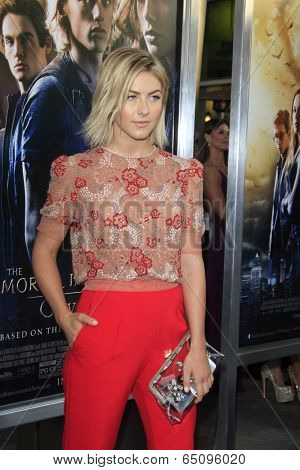 LOS ANGELES - AUG 12:  Julianne Hough at the