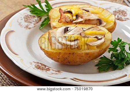 Baked potato with mushrooms and bacon