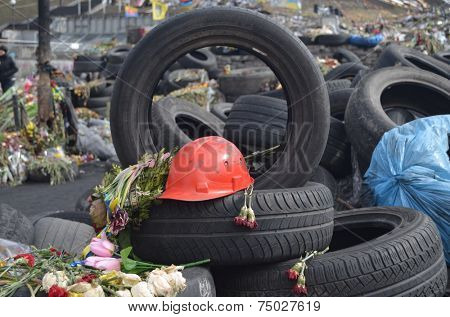 KIEV, UKRAINE -MAR 24, 2014: Downtown of Kiev.Barricades.Rio t in Kiev and Western Ukraine.March 24, 2014 Kiev, Ukraine