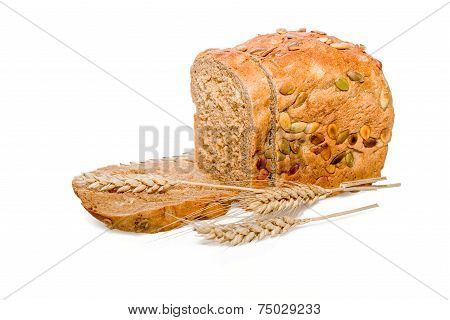 Sliced  ryes bread with ears