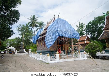 Chapel renovations at Wat Xieng Thong
