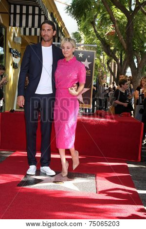 LOS ANGELES - OCT 29:  Ryan Sweeting, Kaley Cuoco at the Kaley Cuoco Honored With Star On The Hollywood Walk Of Fame at the Hollywood Blvd. on October 29, 2014 in Los Angeles, CA