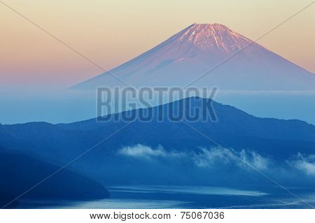 Mountain Fuji and Lake ashi with cloud and fog in autumn morning