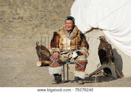 Kosh-agach,russia - September 21, 2014: The Hunter With An Eagle At The Festival: Berkut-wing Chu St