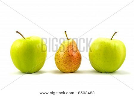 apples and pear standing out from the crowd