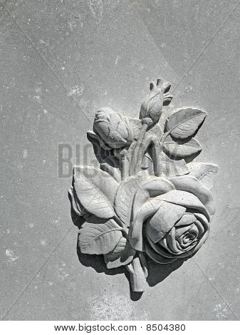 Bas-relief floral theme on nineteenth century gravestone