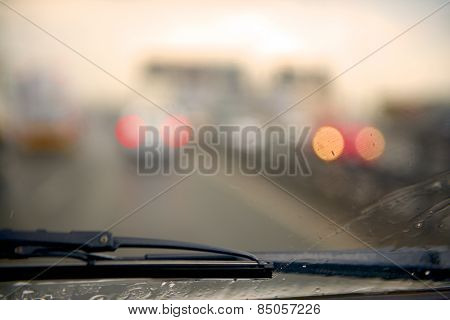 Windscreen wiper and blur car light