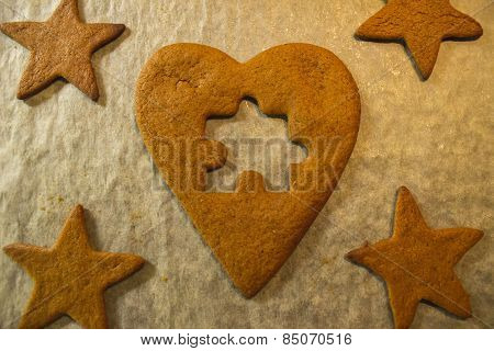 The missing piece - Gingerbread heart jigsaw puzzle