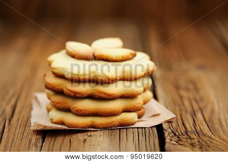 Four Round Sand Cakes In Pile Decorated With Three Small Leave Cakes On Craft Paper Close Up Selecti