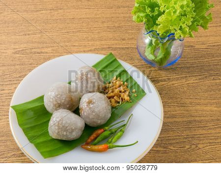 Thai Tapioca Balls Served With Lettuce Leaves