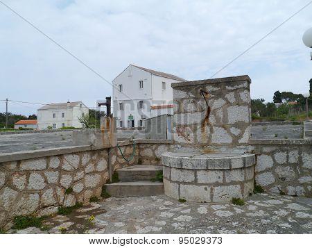 A Croatian cistern in the center of Olib