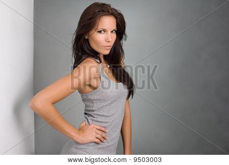 wunderschöne junge brunette
