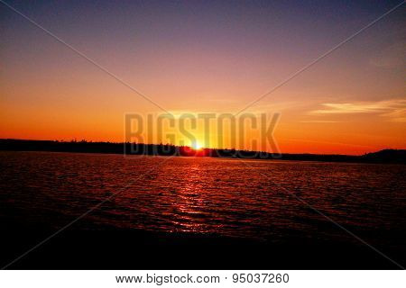 Amur sunsets on the Bureya Reservoir, filmed on a mobile camera.