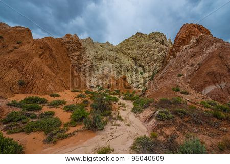 Multicolored Rock Formations Near The Cottonwood Canyon Road Utah
