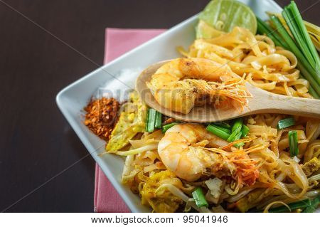 Thai Fried Noodles Served With Seasoning And Vegetable