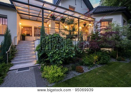 Luxury House With Verandah