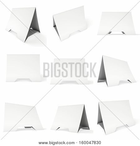 Blank paper tent card set. 3d render illustration isolated. Table card mock up on white background.