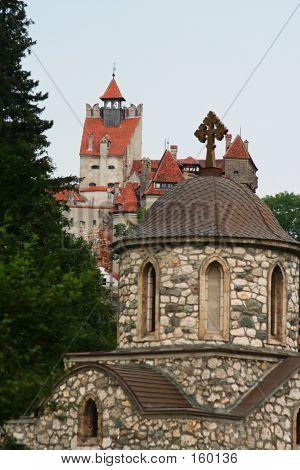 Biserica_si_castel