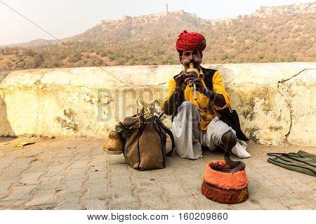 Man in turban playing flute in Jaipur, Rajasthan, India
