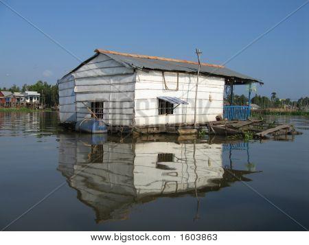 Floating Fish Farm