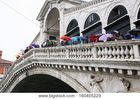 Tourists On The Rialto Bridge In Rain
