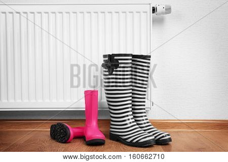 Heating radiator with rubber boots