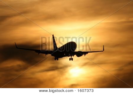 Boeing 737 Sunset Arrival