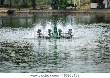 Aerator turbine wheel fill oxygen into water