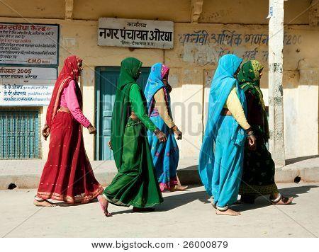 ORCHHA, INDIA -17 FEBRUARY: Group of Indian woman in beautiful sari going in Raj Mahal , February 17, 2008. Orchha, Madhya Pradesh, India