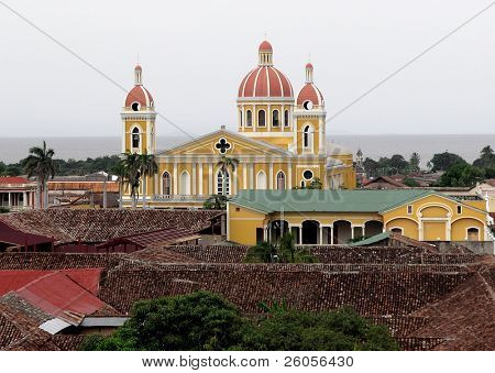 Exterior of Cathedral at Parque Col?n. from above