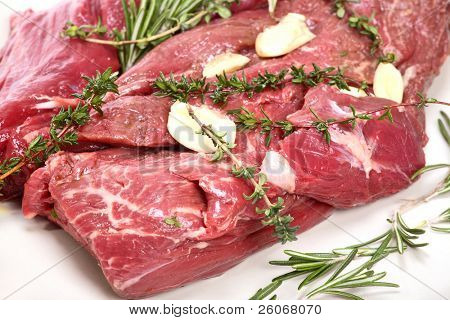 Veal fillet with aromatic herbs (thyme, garlic and rosemary)