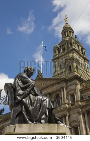 Glasgow Architecture With Statue