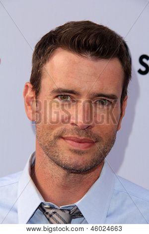 LOS ANGELES - MAY 16:  Scott Foley arrives at