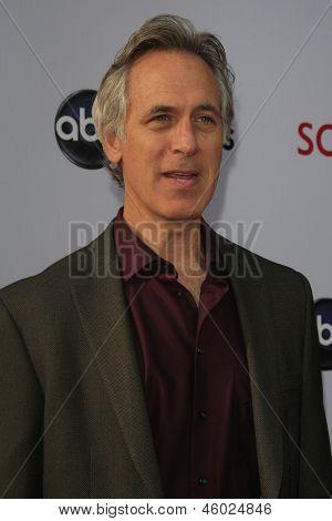 LOS ANGELES - MAY 16:  Tom Amandes arrives at
