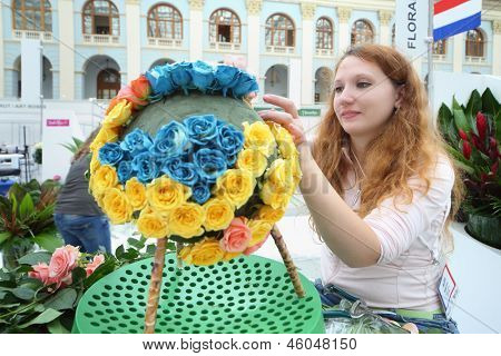 MOSCOW - SEPTEMBER 4: Girl makes bouquets from roses at XIX International Flower Show in Gostinnyj dvor, on September 4, 2012 in Moscow, Russia.