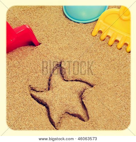 image of a starfish-shaped mark in the sand, and shovels and rakes of different colors, with a retro effect