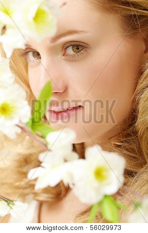 Portrait of an enigmatic lady with white flowers
