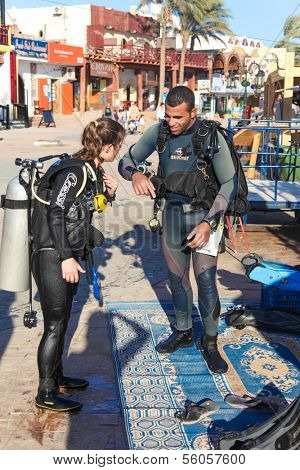 DAHAB, EGYPT - JANUARY 24, 2011: Divers preparing to dive on the coast on January 24, 2011 in Dahab, Egypt. Blue Hole is a popular diving location on east Sinai.