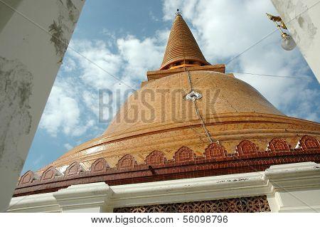 Phra Pathom Chedi Pagoda at Daytime