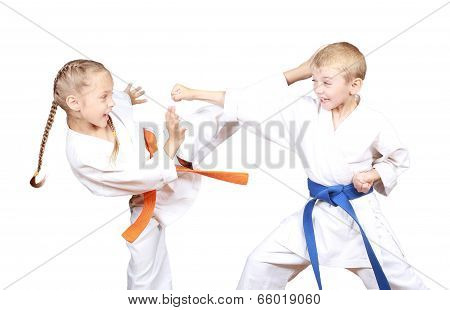 Children in karategi are beating kicks and hand