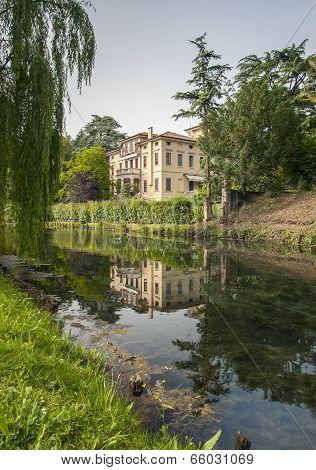 Riverside dwelling Treviso
