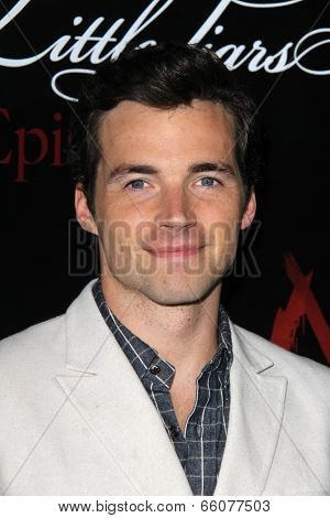Zoey DeutchLOS ANGELES - MAY 31:  Ian Harding at the