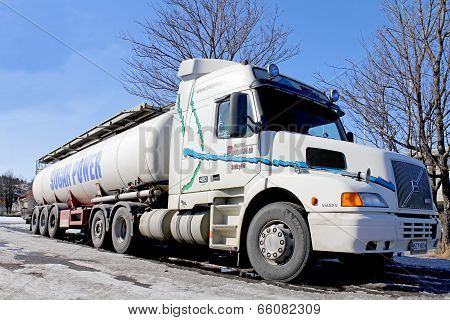 Volvo NH12 420 Conventional Cab Tanker Truck At Spring