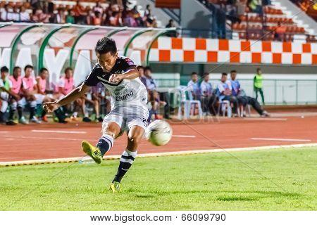 Sisaket Thailand-may 28: Chonlatit Chantakam Of Chonburi Fc. Crossing The Ball During Thai Premier L